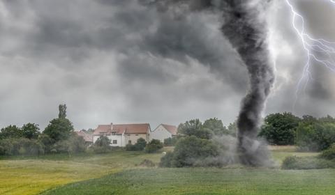 미국 남부,강력한 토네이도(소용돌이 폭풍)와 겨울 폭풍 강타