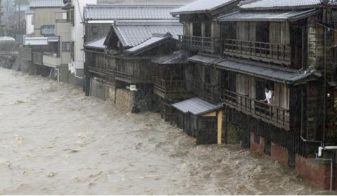 일본, 태풍 하기비스 강타