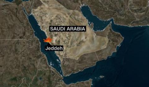 이란 유조선, 미사일 2발의 공격으로 추정